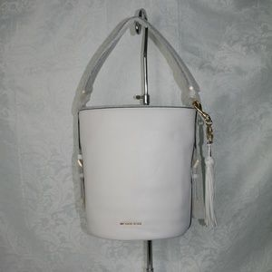 MICHAEL KORS BROOKE MEDIUM BUCKET BAG OPTIC WHITE